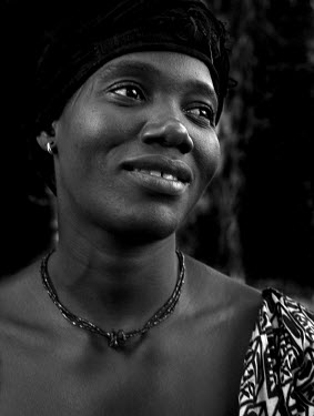 Portrait of a woman in the village of Faro de Sadjuma.