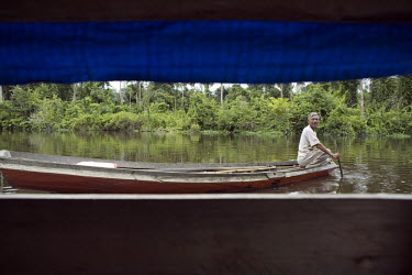 Fisherman in a boat on the Cenaku River.