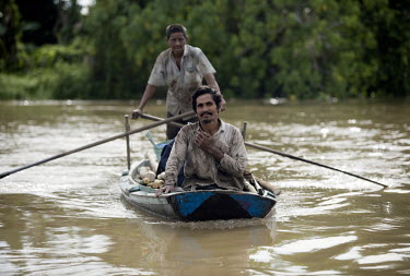 Fishermen in a boat on the Cenaku River.