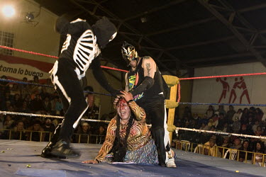 29 year old wrestler Martha La Altena (fighting name), Yenny Wilma Maraz (real name) fights Picudo and Gran Mortis at the Multifuncional building. Esperanza is a Cholita, a wrestler of native Aymara d...