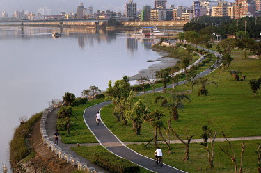 A bicycle path beside the Taipei River, in the city centre.