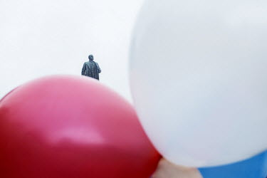Balloons in the colours of the Russian flag are flown at a pro Russian rally in front of a Lenin statue in the main square of Yalta.   Since the end of February, people in parts of eastern and souther...