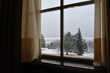 Winter snow outside in the grounds of the UN, with the lake beyond, seen through a window of the Council Chamber at the Conference on Disarmament prior to the opening of a plenery session. The Confere...