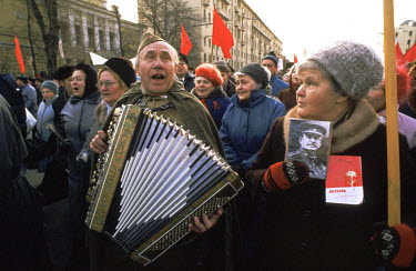 A demonstration by pro-Stalinist Muscovites who favoured a return to the security of hard line Communism vs the uncertainty of Gorbachev's reforms.