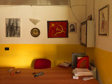 Communist iconography in the provincial headquarters of the Milei Veneziano circle of the Communist Refoundation Party (PRC)