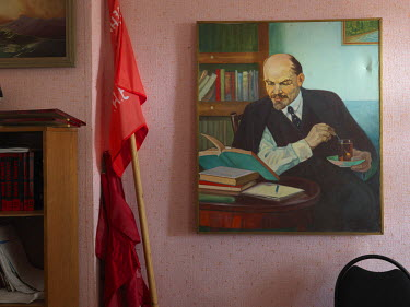 A painting of Lenin in the KPRF Raykom office.