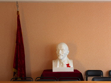 A bust of Lenin in the conference hall at the KPRF Obkom (Oblast committee).