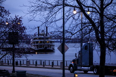 A river boat moored on the banks of the Mississippi.