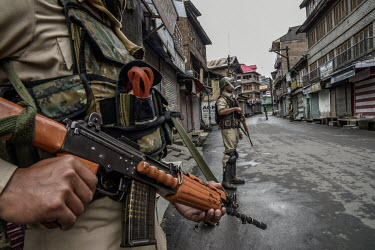 A security patrol makles a sweep a few days after the Indian government's scrapping of article 370.