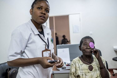 Aziza Daudo has her eyes tested by optometrist Janet Eugenie Abudo Abdullah (27) on the morning after her cataract operation at the Nampula hospital.