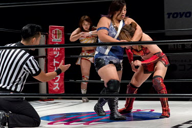 Yu, in blue, gets her opponent in ahead-lock during a bout at a women's wrestling competition held at the Shin-Kiba 1st Ring in the Shinkiba district.