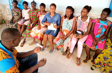 Pregnant women learn about prevention of mother-to-child transmission (PMTCT) of HIV during a session run by a health worker at the 'Ceu e Terras' health centre.