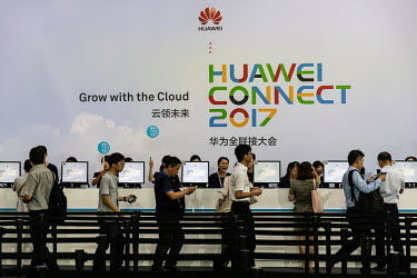 Visitors register at the Huawei Connect 2017 conference.