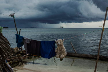 A storm approaches Banedub Island, in the San Blas archipelago where many islands are suffering from destructive tidal surges and human overpopulation, forcing the indigenous Guna people to abandon th...
