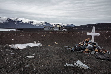 A grave and a coffin belonging to early 20th century whalers, on Deception Island in the South Shetland Islands. In the background are the remains of the whaling station built by Norweigans in the ear...