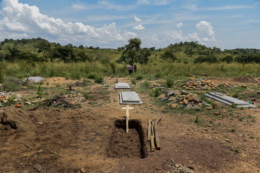 The new grave where Lily Ipayi has just been buried at Bidibidi Zone 1, Village 2. Lily (39) died on the morning (1am) of 5 October 2018 after suffering with HIV/AIDS for 11 years.