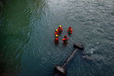 Emergency water training, in the Arve River.