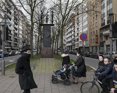 Jewish residents cross the Belgielei near the holocaust memorial.