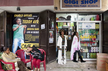 Ethiopian women in front of a shop selling hair care products in the Dora neighbourhood.treadi
