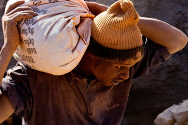 A worker at the Tabelote gold mine.