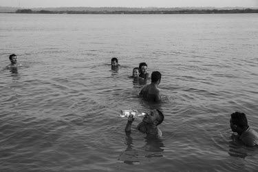 Workers from the Belo Monte dam, bathe in the waters of the Xingu River on a Sunday afternoon. At the peak of the construction of the plant at the end of 2014/beginning of 2015, the sites housed more...