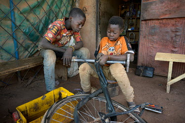 Roger (13) (right) fixes a puncture with a fellow apprentice. Roger has been an apprentice bicycle repairer since October 2020. Following the COVID-19 economic crisis, and the closing of the borders,...