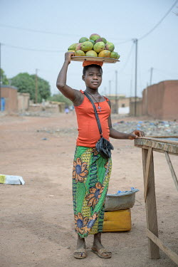 Emilienne (13) has been selling mangos since October 2020. As a result of the economic crisis, linked to COVID-19, her grandmother's business is going badly and of the eight children she supports, six...