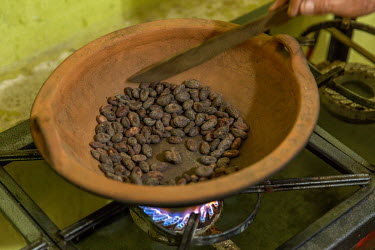Cocoa beans roasted on a gas hob at the Association M. E. Palo Blanco (women's cocoa group).