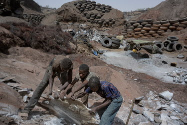 The artisanal granite quarry in Pissy.Since 2005, UNICEF has sought to eradicate child labour in mines and quarries, in particular that of Pissy. One of the initiatives was to protect the little ones...