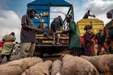Yams are unloaded from trucks at Kejetia market (Kumasi Central Market).