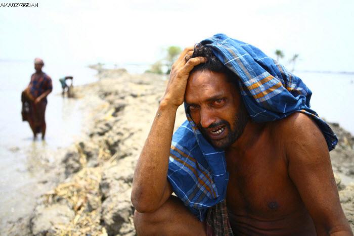 Cyclone Aila hits Bangladesh
